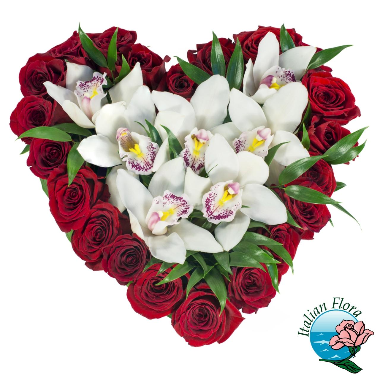 Mazzo Di Fiori A Forma Di Cuore.Composizione Floreale A Forma Di Cuore Con Rose E Orchidee