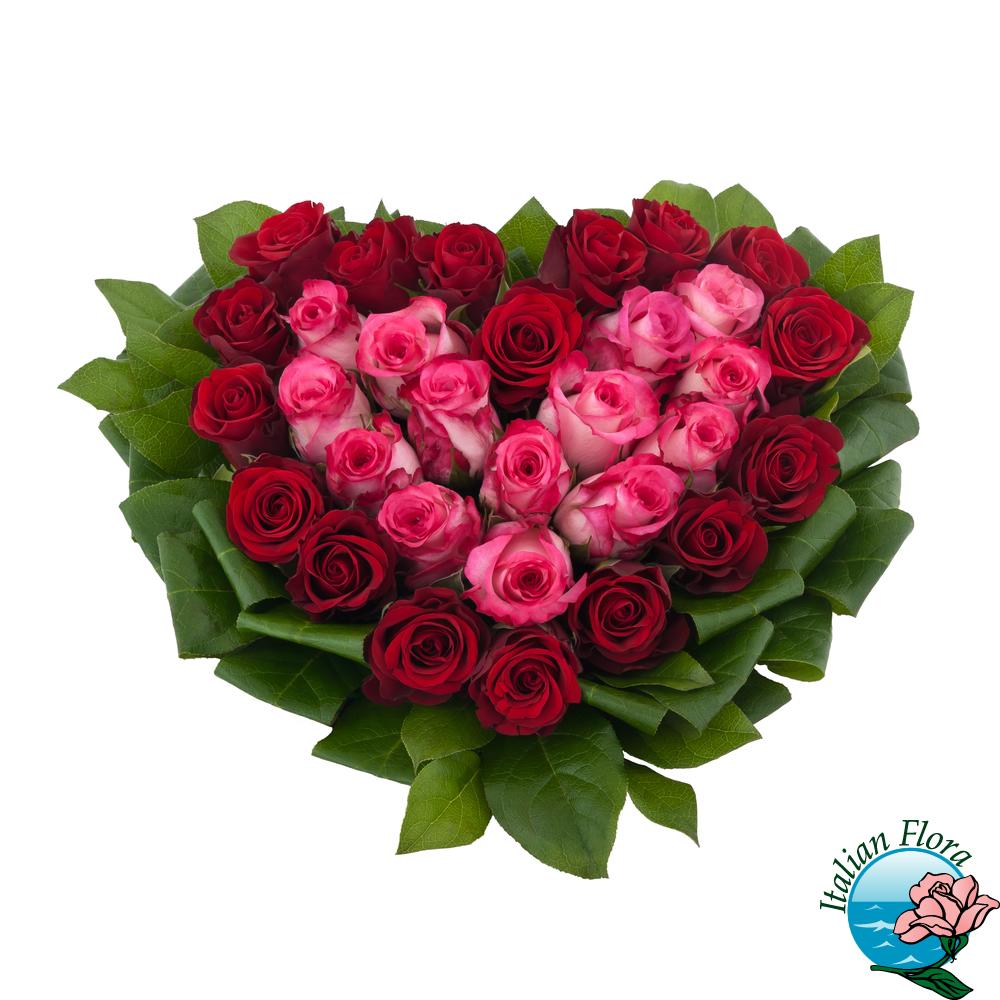 Mazzo Di Fiori A Forma Di Cuore.Composizione Di Rose Rosa E Rosse A Forma Di Cuore