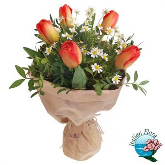 Bouquet Di Tulipani Arancio E Margherite Bianche